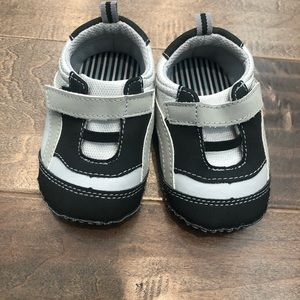 Other - NWOT Toddler shoes size 4